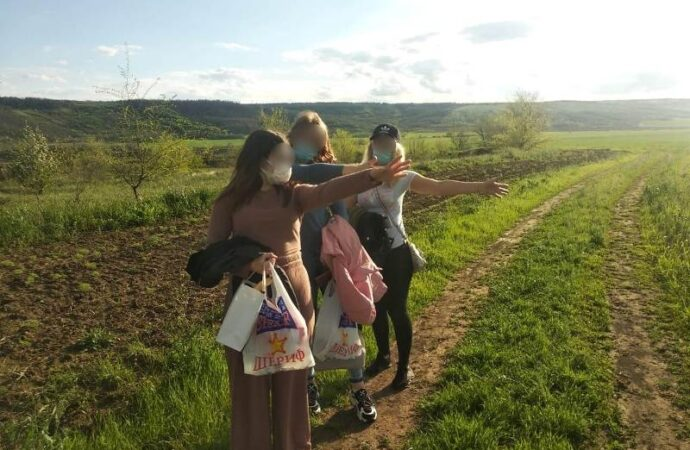 Три девицы на границе: юных нелегалок не пустили в Одессу на уикенд