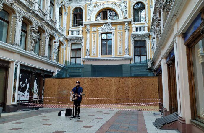 В Одесском Пассаже начали непонятный ремонт. Будут возводить башню?