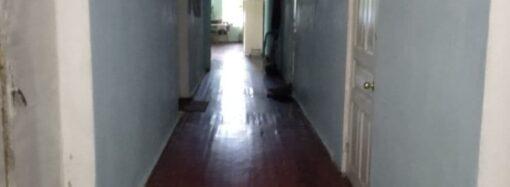 В Одессе жителей общежития женской колонии выселяют на улицу (фото)