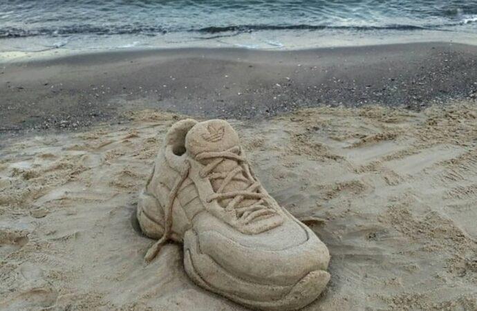 На одесском пляже появился необычный «арт-объект» (фото)