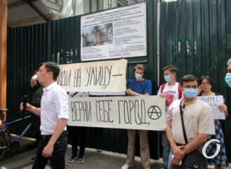 Одесситы снова собрались на митинг по спасению зданий типографии Фесенко и Ришельевского театра (фоторепортаж)