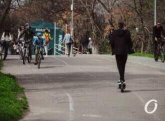 Полиция и «Муниципальна варта» выпроваживают с Трассы здоровья электросамокаты и скутеры