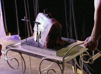 Коллектив одесской Музкомедии необычно поздравили с премьерой (фото)