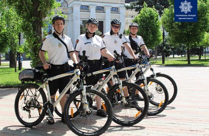 Одесские улицы начали патрулировать полицейские на велосипедах
