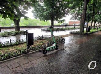 В мэрии Одессы хотят определить места парковки самокатов