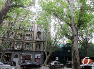 Три тревожных дома на одесской Ришельевской: предписание ОГА – против, а работы продолжаются (фото)