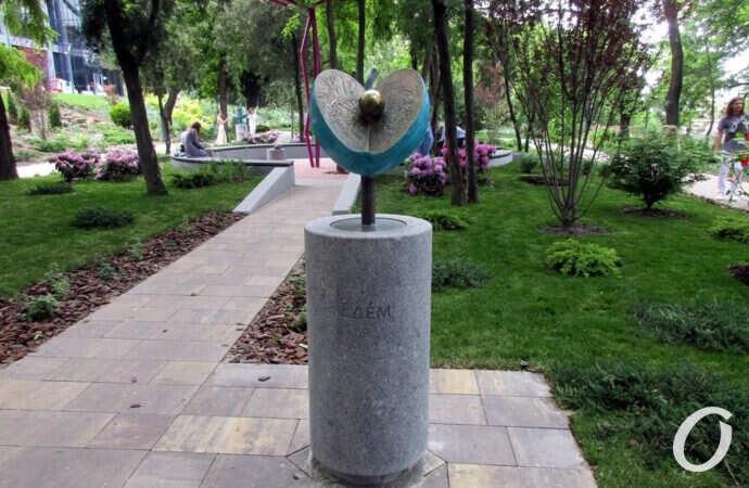 За состоянием трех новых скульптур в Греческом парке проследят коммунальщики