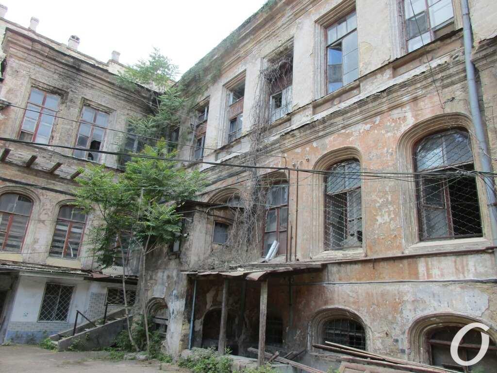 дом Гоголя. июнь 2021 г., со двора