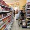 Яйца дешевеют, курятина дорожает: июньские цены на «главные» продукты в одесских супермаркетах