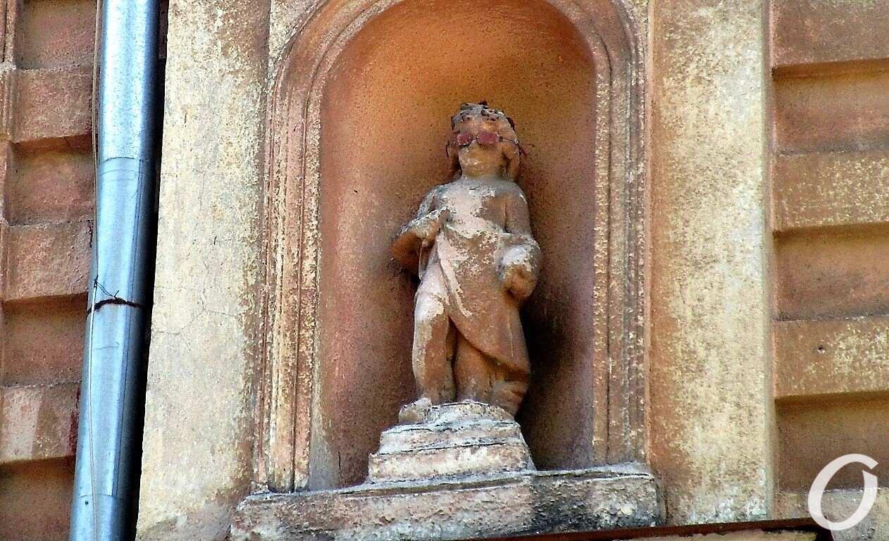 скульптуры в нишах11