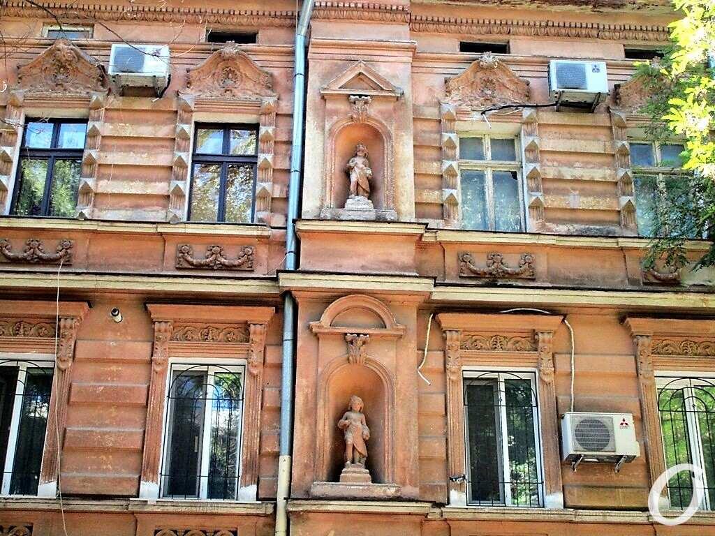 скульптуры в нишах12