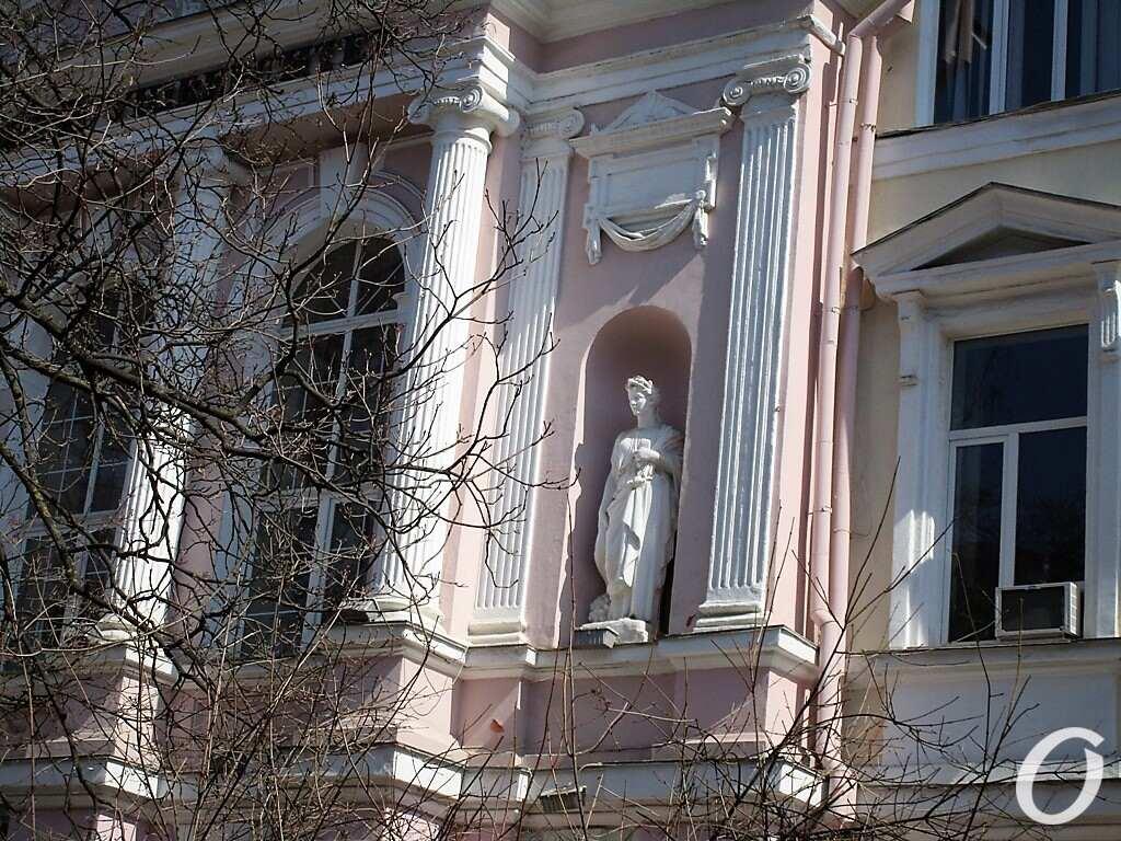 скульптуры в нишах14