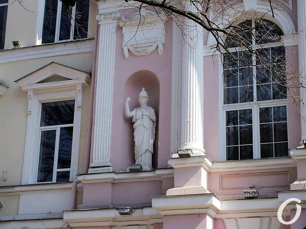 скульптуры в нишах15