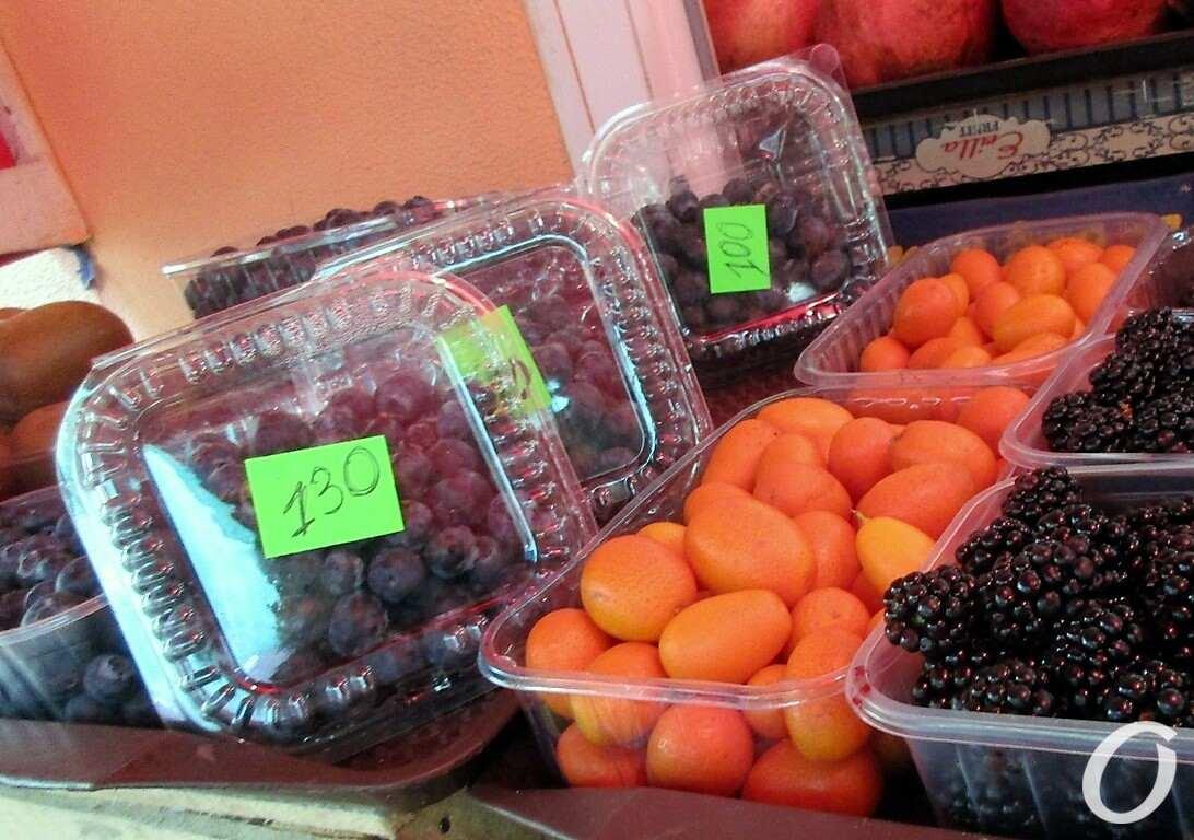 кумкват и ягоды