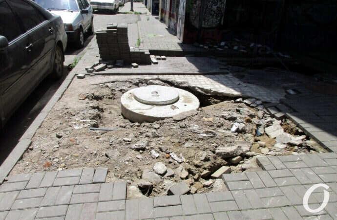 Одесский Деволановский спуск после ливней: ремонт продолжается, разруха пугает, а брусчатки все больше (фоторепортаж)