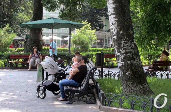 Июнь по-одесски: зной после ливней в центре города (фоторепортаж)