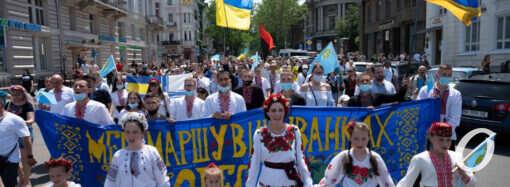 В центре Одессы прошел Мегамарш в вышиванках – как это было (фоторепортаж)