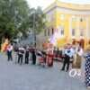 По главной улице – с оркестром: одесская Музкомедия необычно открыла 75-й театральный сезон (фото)
