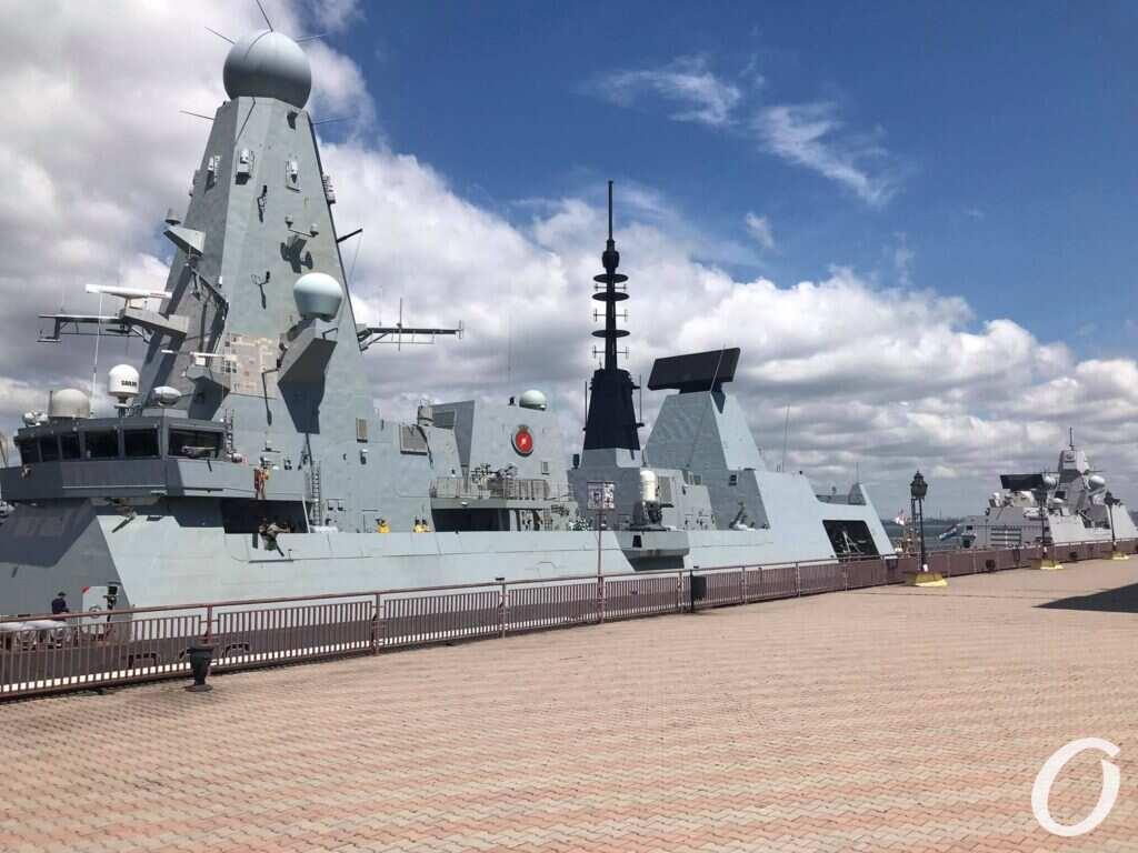 военный корабль в одесском порту
