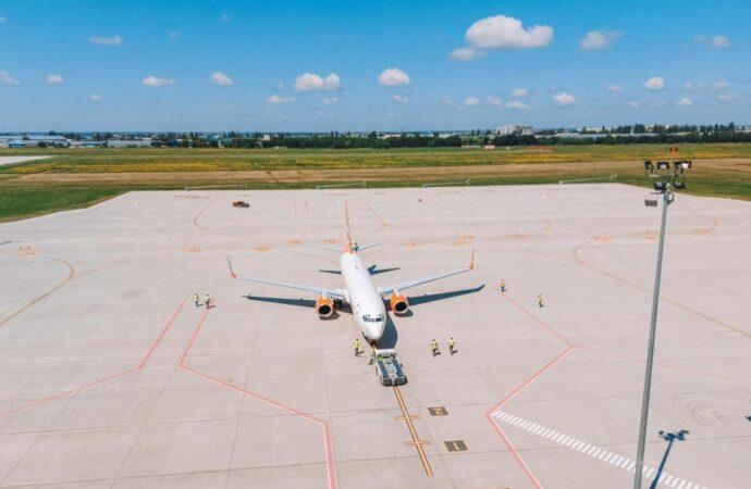 Одесский аэропорт более суток не будет принимать и отправлять рейсы – в чем причина?