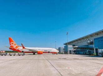 Одесский аэропорт принял первый рейс на новой «взлетке» (фото)