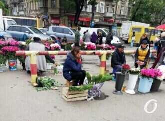 Квартал Екатерининской у Привоза: проезд закрыт, торговля бурлит (фото)