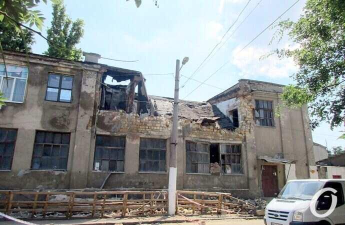Обрушение рядом с одесским Староконным рынком: часть завалов — на асфальте, склады работают (фото)
