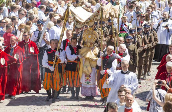 Сегодня у католиков Праздник Тела и Крови Христовых