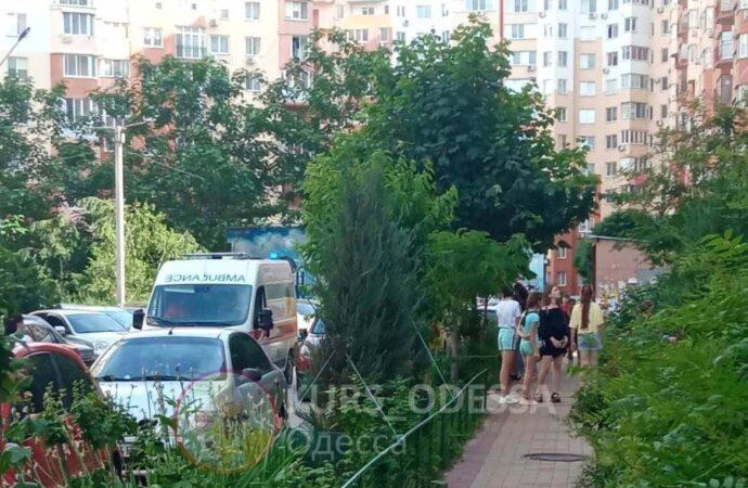 В Одессе 3-летний ребенок чудом выжил после падения с 9-го этажа