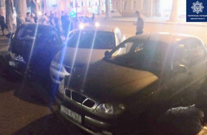 В Одессе неудачно припарковался водитель «Лексуса»: разбил 2 машины, сам в больнице