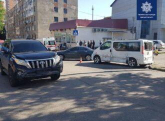 В Одессе на Молдаванке перевернулся минивэн – есть пострадавшие (фото)