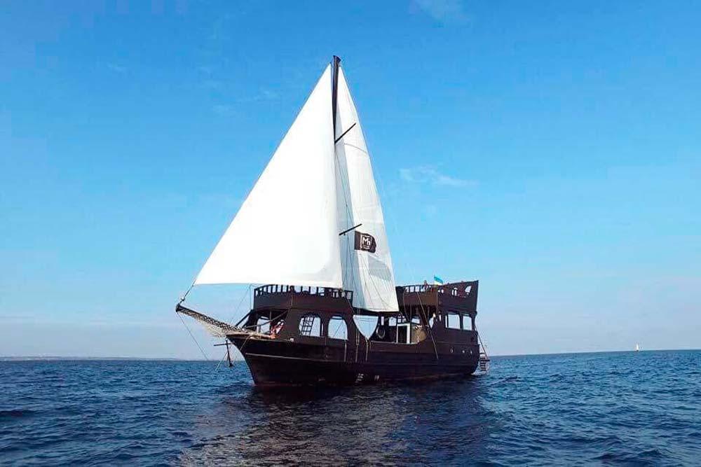 яхта Черная Жемчужина