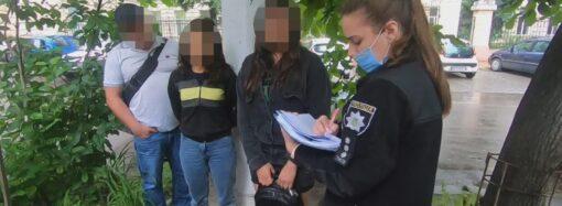 Одесская полиция показала, как работает банда карманников, и их задержание (видео)