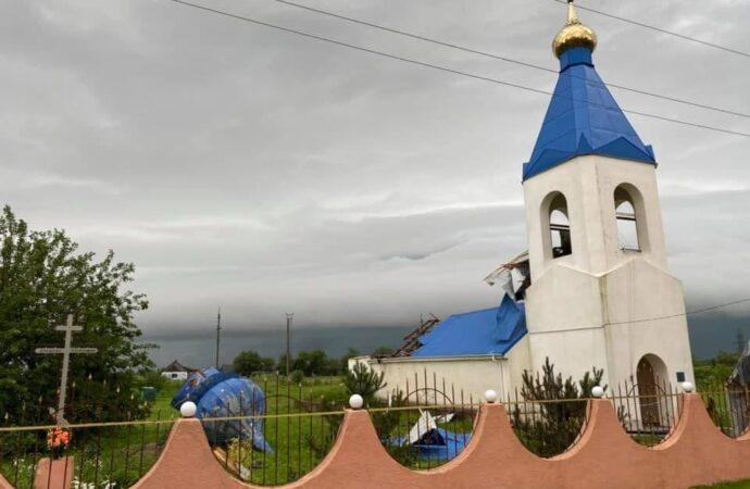 В Одесской области ураган снес купол храма (фото)