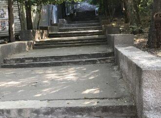 В Одессе реконструируют Курсантскую и Градоначальницкую лестницы
