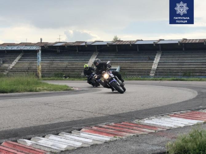 мотциклист на треке