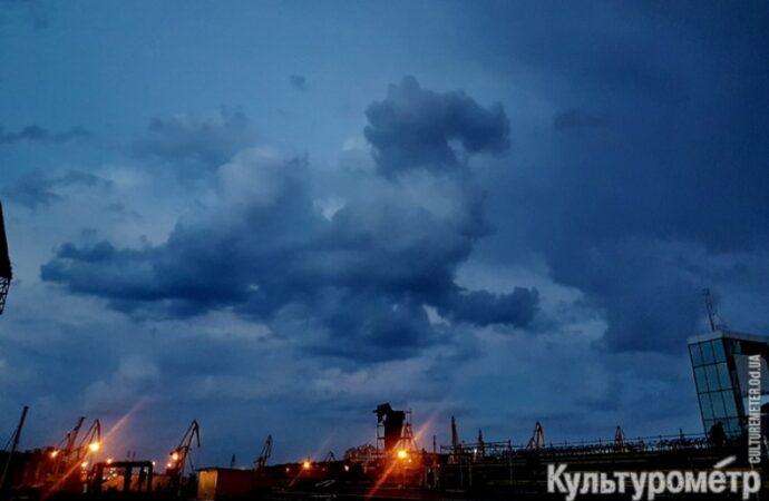 Над Одессой пролетел необычный «дракон» – фотофакт