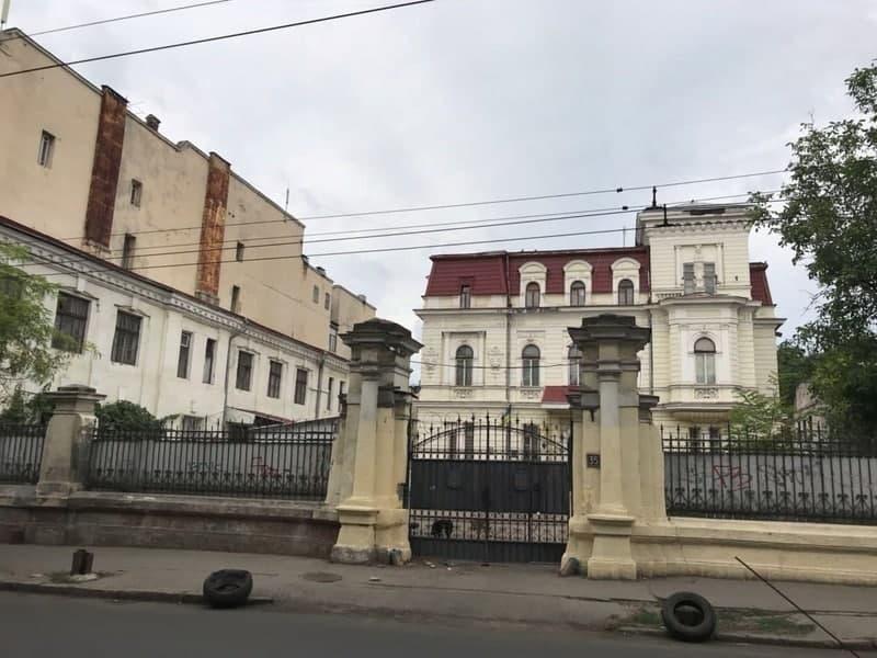 здание бывшего военкомата на Канатной