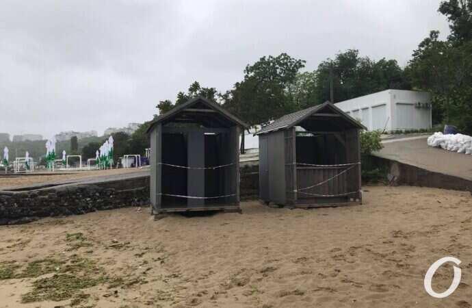 Отрада не радует: известный одесский пляж в удручающем состоянии (фоторепортаж)