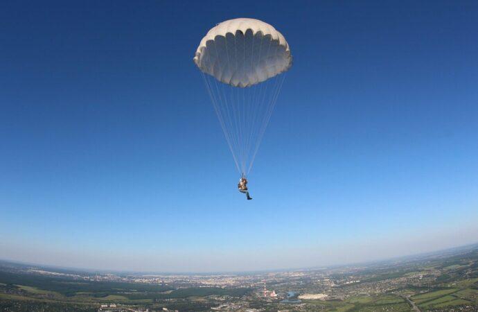 Этот день в истории: кто придумал парашют?