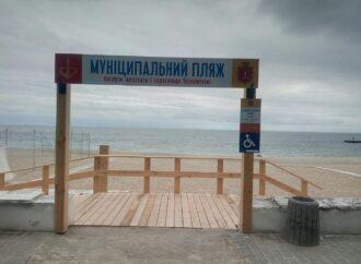 На городских пляжах одесситам пообещали бесплатные шезлонги и зонтики