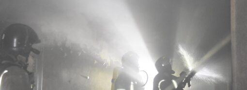 Одесские пожарные потушили 2-х этажный дом и спасли трех человек (фото)