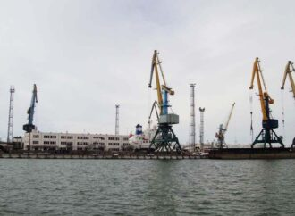 В первый день лета дождь и ветер ограничили работу портов в Одесской области. А в Карпатах пошел снег (фото)