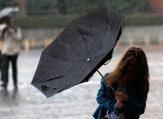 По Одессе объявлено штормовое предупреждение: начинается дождь, возможны гроза, шквалы и град