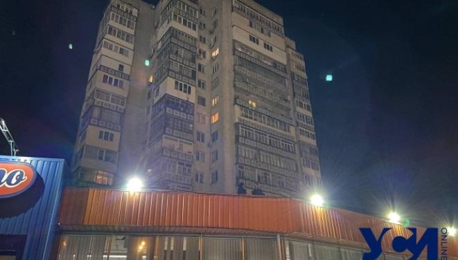 В Одессе мужчина упал с 10 этажа на крышу супермаркета