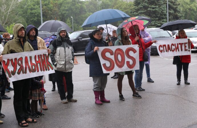 Одесские экологи начали сбор подписей против дороги через Куяльник и провели митинг