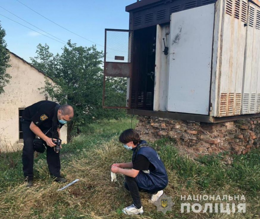 полициейские ищут улики