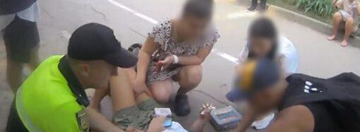 В Одессе на Трассе здоровья девушка разбила лицо: упала с электросамоката (фото)