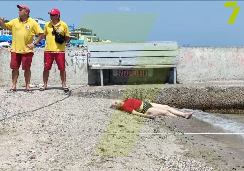 тело на пляже