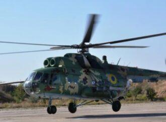 В Одессе военный вертолет шокировал отдыхающих: пролетел низко над пляжем (видео)